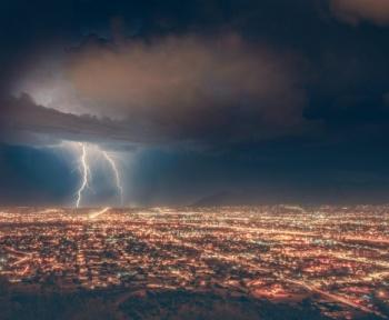 Un méga-éclair de 700 kilomètres explose le record de distance