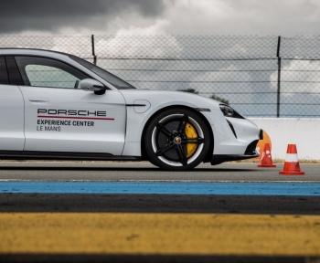 Essai de la Porsche Taycan : mature et passionnante