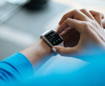 Paiement sans contact : une arnaque à la montre connectée qui peut rapporter gros