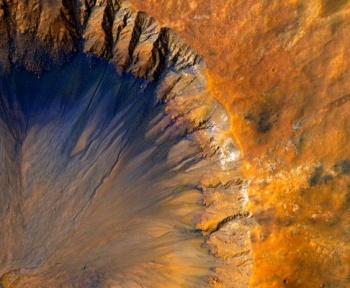 Venez survoler le cratère Korolev de Mars