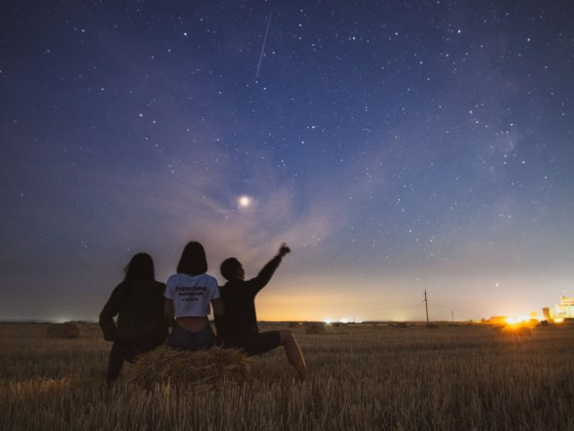 Pluie d'étoiles filantes : comment observer les Perséides cette nuit