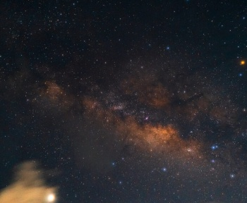 Un mystérieux gaz froid s'échappe du centre de la Voie lactée