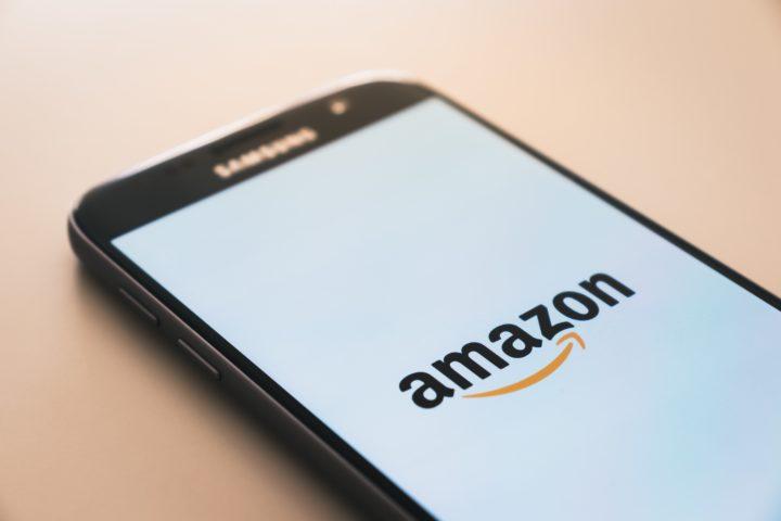 Amazon : Une enquête révèle la présence de drogues en vente libre
