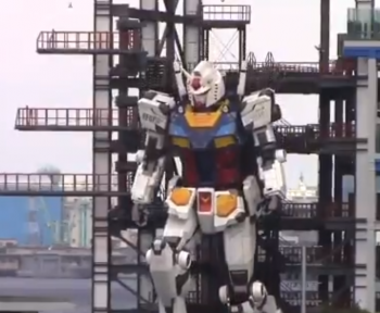 Le robot Gundam grandeur nature a fait ses premiers pas au Japon