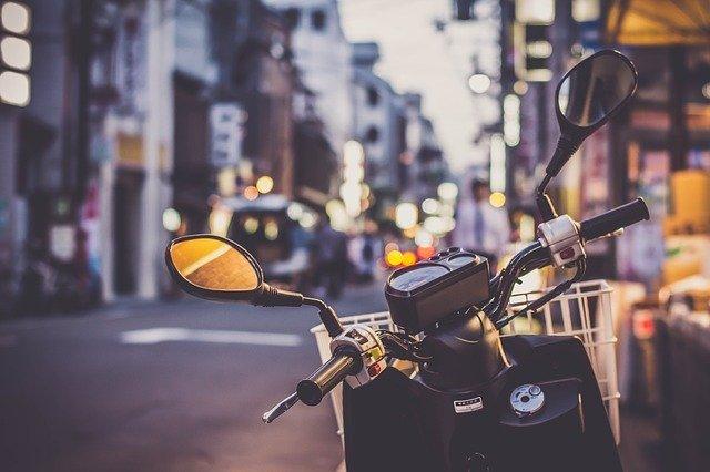 Uber déploie des motos avec chauffeur en Île-de-France