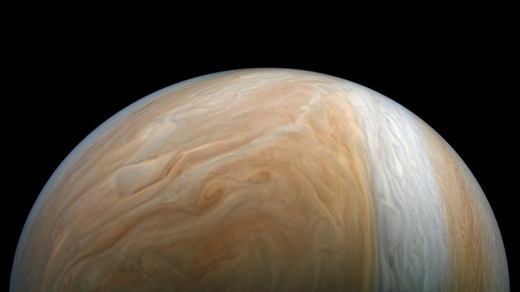 Survolez la géante Jupiter comme si vous y étiez avec cette superbe vidéo