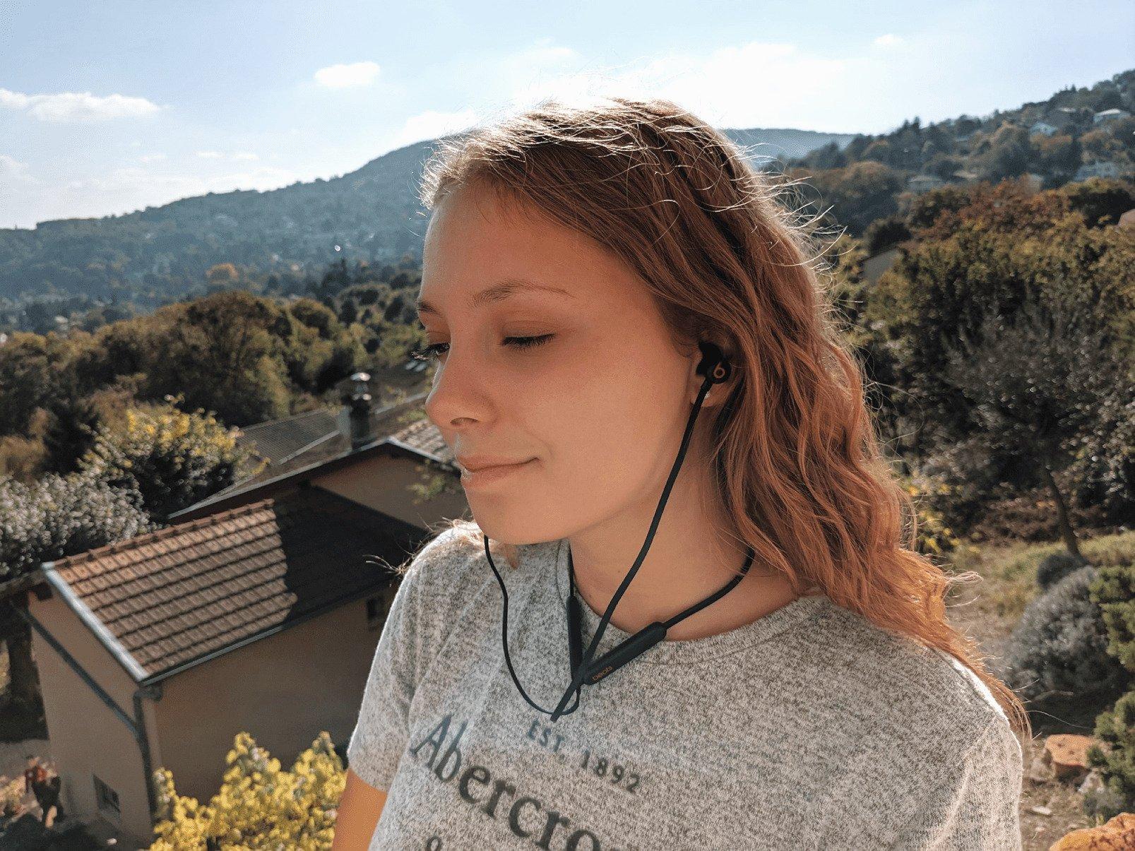 Test des Beats Flex : la puce Apple W1 à prix léger, mais un physique difficile à assumer