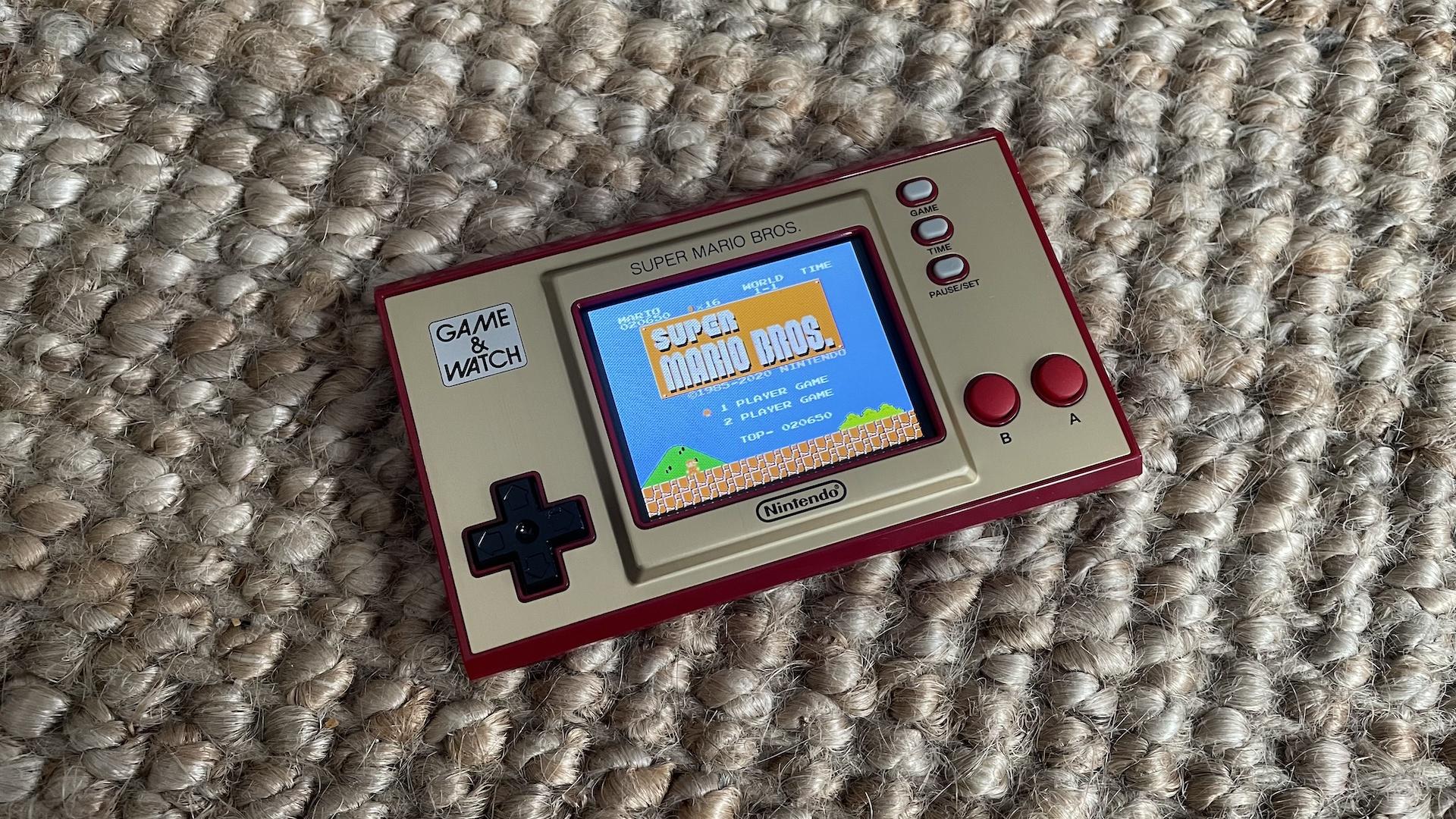 La Game & Watch Super Mario Bros. n'est rien d'autre qu'un bel objet de collection
