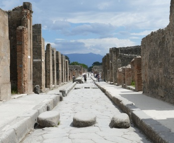 """Pompéi : un """"fast-food"""" antique retrouvé intact au milieu des cendres"""