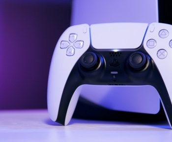 Le saviez-vous? Le grip de la manette PS5 est composé de 40 000 symboles PlayStation