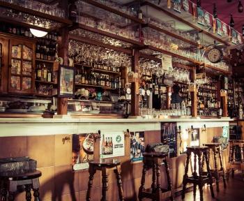 Votre bar préféré vous manque? Grâce à ce site, vous pourrez presque vous y croire