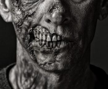 Comment survivre à une apocalypse zombie ? Le guide qui refuse de mourir !