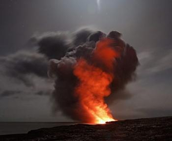 Venez regarder ce drone survoler un volcan