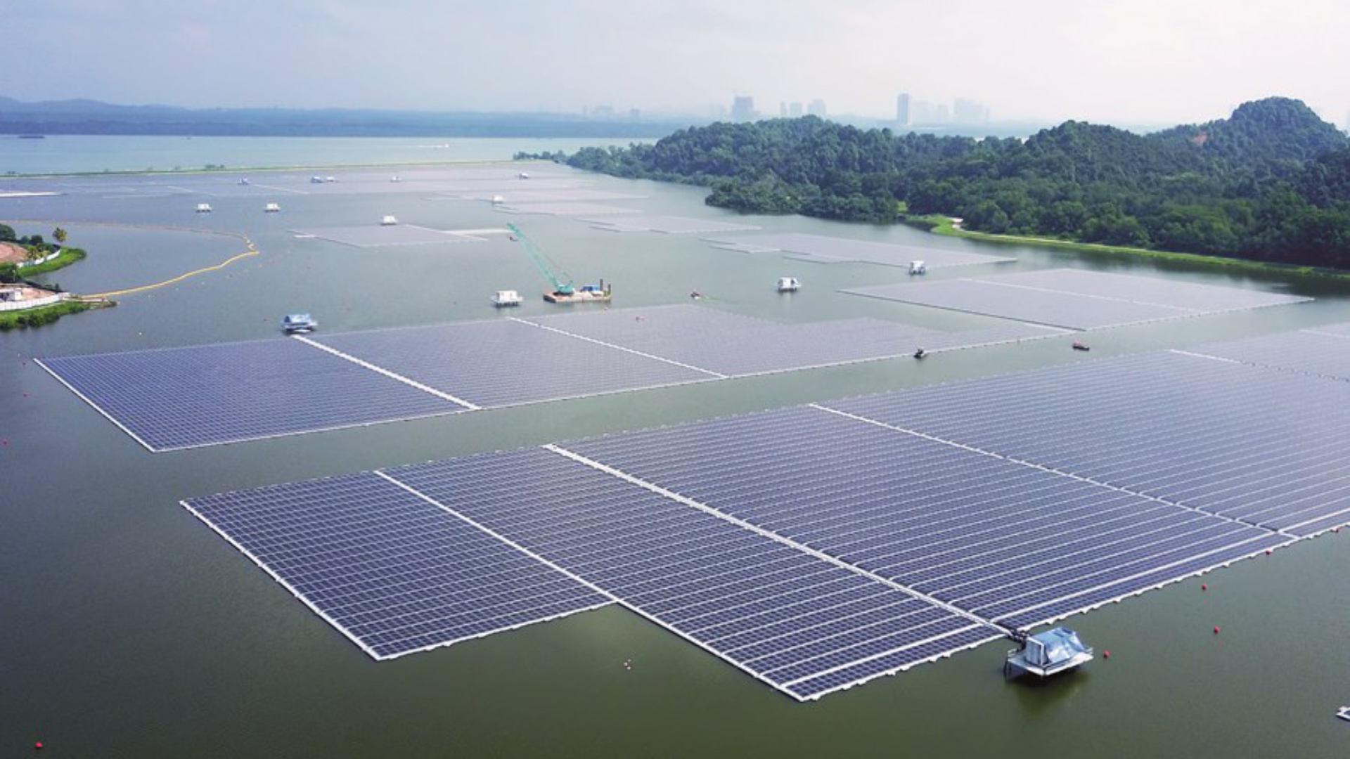 Fermes solaire flottantes: pourquoi poser des panneaux photovoltaïques sur l'eau?