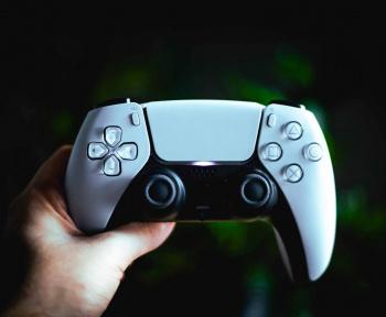 On sait pourquoi la nouvelle PlayStation 5 est plus légère